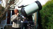 agus-mustofa-mencoba-teropong-astronomi-astrofotografi